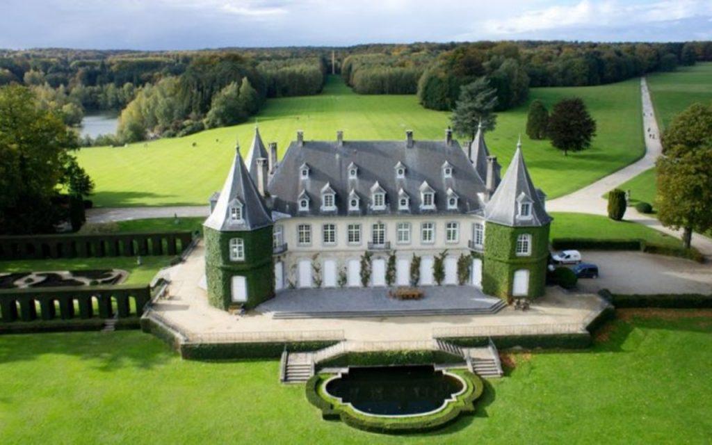 Nous travaillons dans tous les lieux libres de traiteurs et sur liste dans un choix très large de salles et châteaux de Belgique.